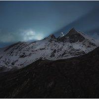 А там за вершинами...солнце!!! Гималаи,Непал...(Из архива,октябрь 2012г.). :: Александр Вивчарик