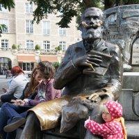 Памятник Шарлю Бюльсу :: Елена Павлова (Смолова)