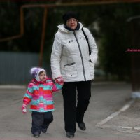 Я с бабушкой гуляю. :: Anatol Livtsov