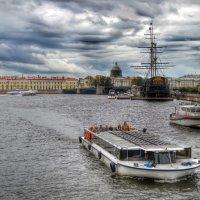 Вид с конверкского моста или  речные прогулки :: Галина Galyazlatotsvet