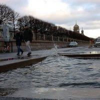 Затопило все спуски к Неве :: Вера Моисеева