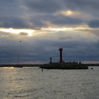 В акватории Морского порта Сочи :: valeriy khlopunov