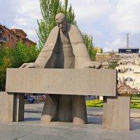 Памятник Александру Таманяну. Ереван :: Tata Wolf