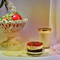 Пирожное и молоко :: Наталия Лыкова