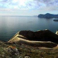 небесный свет струится по холмам божественно красивой Киммерии :: viton