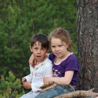 Брат и сестра Серега и Настена. :: Сергей Сенич