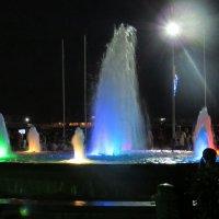 Фонтан вечером в Ялте :: Вера Щукина