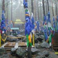 На тропе к самопроявившемуся в скале лику богини Янжимы :: Виктор Мухин