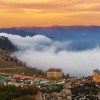 Туман над Ай-Петри :: Владимир Колесников