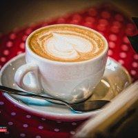Чашка кофе на столе :: Андрей Молчанов