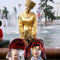 """золотое время детства или позолоченная""""мама"""" :: Олег Лукьянов"""