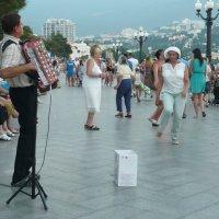 Пожилые танцуют :: Вера Щукина