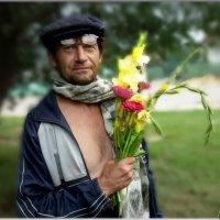 """""""Дарите женщинам цветы!!!!!""""....или...ЛЮБОВЬ....нечаянно нагрянет! :: Людмила Богданова (Скачко)"""