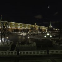 Вид на Александровский сад с Манежной площади :: Александр Аксёнов