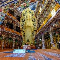 Богиня в буддийском храме Далата. Вьетнам. :: Rafael