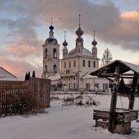 На рассвете у старой церкви :: Николай Белавин