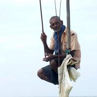 Рыбак на жердочке. :: Виктор Юденков