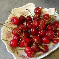Первые ягоды в этом году :: Анна Фряуф