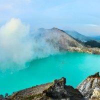 Кислотное озеро в кратере вулкана :: Oleg Blazhyievskyi