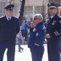 полковник  на  улице :: Дмитрий Потапов