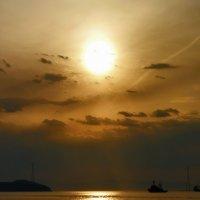 И снова бухта Золотого Рога нас проважает в Тихий океан :: Ирина Червинская