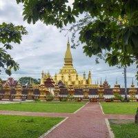 Лаос. Вьентьян. Знаменитая ступа - символ Лаоса :: Владимир Шибинский