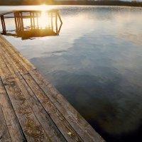 Даниковское озеро.Купание солнца :: Валерий Талашов