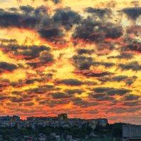 Тревожный закат :: Юрий Муханов
