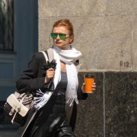 Незнакомка в зеленых очках :: Евгений Поляков