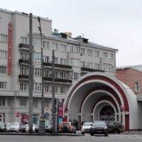 У станции метро Красные ворота :: Владимир Болдырев