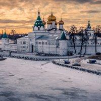 Мужской монастырь в Костроме :: Сергей Балкунов