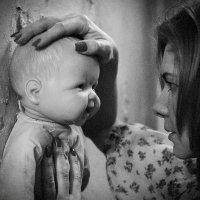 Кто ты? Из жизни кукол. :: Evgeny Kornienko