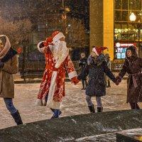 Стала от снежинок улица светлей, только одеваться нужно потеплей :: Ирина Данилова