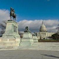 Памятник (рядом с Капитолием)  Джеймсу Гарфилду, двадцатому президенту США :: Юрий Поляков