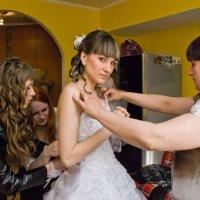 Одевание невесты :: Дмитрий Иванцов