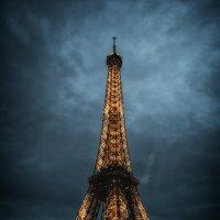 Ночные огни Эйфелевой башни :: Sergei Korzh