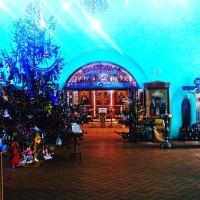 рождественская ёлка в храме :: Сергей Кочнев