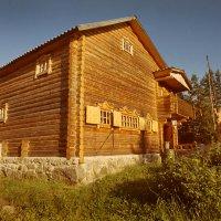 Дом,где пахнет смолой :: Валерий Талашов