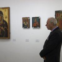 Картинки с выставки...Хранитель :: Людмила Шустова
