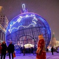 Обычный Новогодний прохожий... :: Валерий Князькин