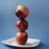 Баланс 3-х яблок :: Александр Орлов
