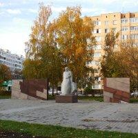Памятник строителю :: Наталья Гусева