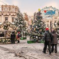 Мне нравится в огнях притихший город, встречающий как сказку, Рождество :: Ирина Данилова