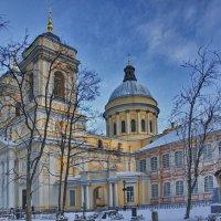 Блестят на солнце золотые купола Соборов Александро-Невской лавры :: Марина Волкова