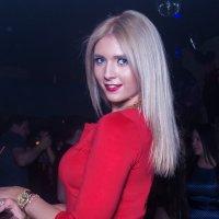 Девушка в красном.... :: maxihelga ..............