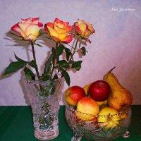 Розы и фрукты в вазах :: Nina Yudicheva