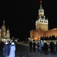 вид на Спаскую башню кремля и собор Василия Блаженного.Москва декабрь 2015г. :: Ivan G