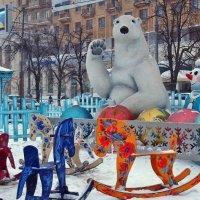 Немного праздиника с площади Свободы :: Александр Резуненко
