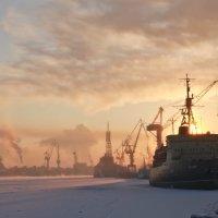 Марина Удальцова - Ледокол Красин в закатных лучах Санкт-Петербург