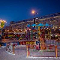 Праздничные краски площади Революции! Луна-парк в дни школьных каникул. :: Надежда